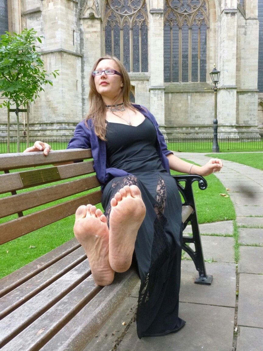 Love Barefoot In Public Places Lots