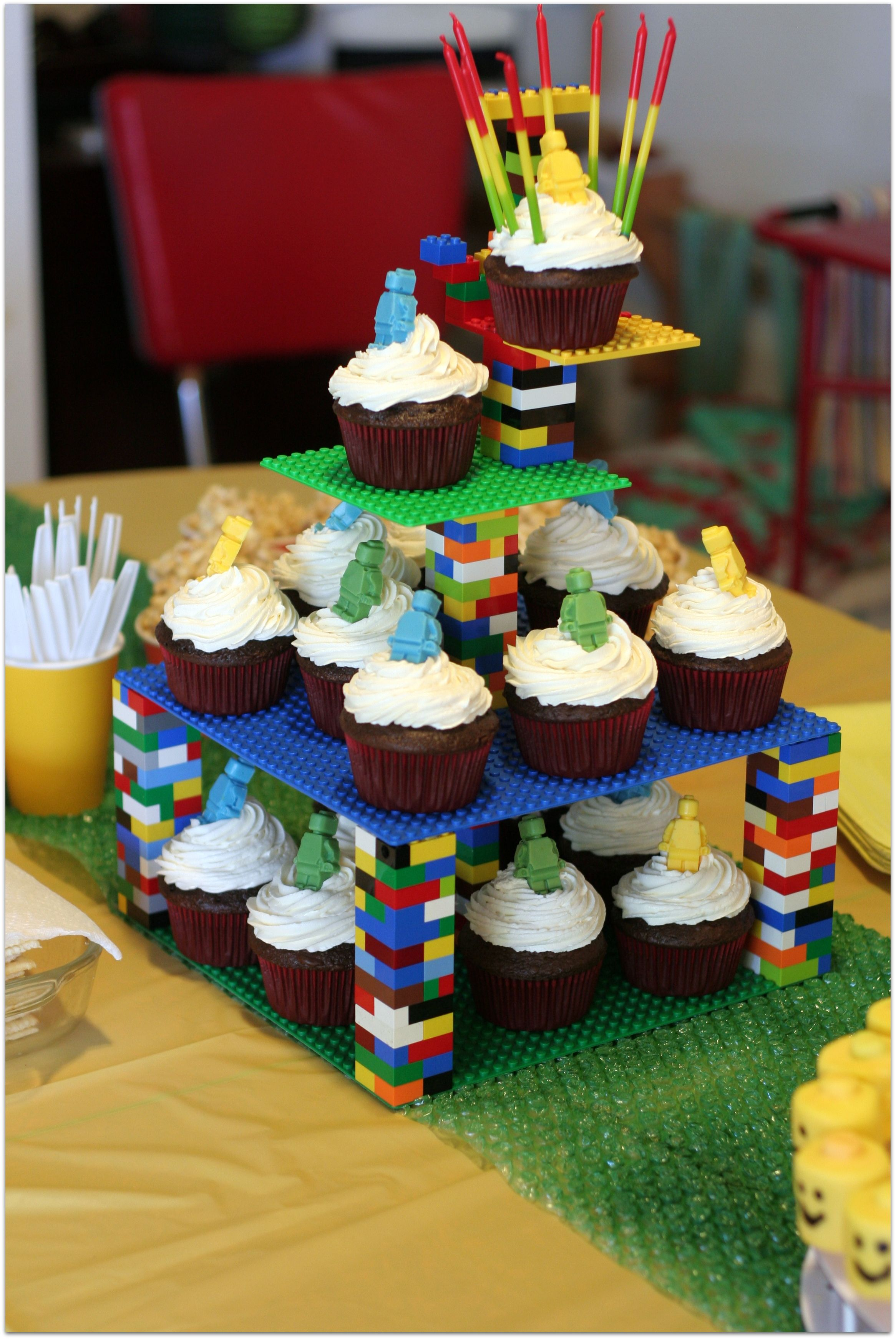 Lego birthday party cupcake tower made from legos kinder pinterest geburtstag lego - Ideen zur geburtstagsfeier ...