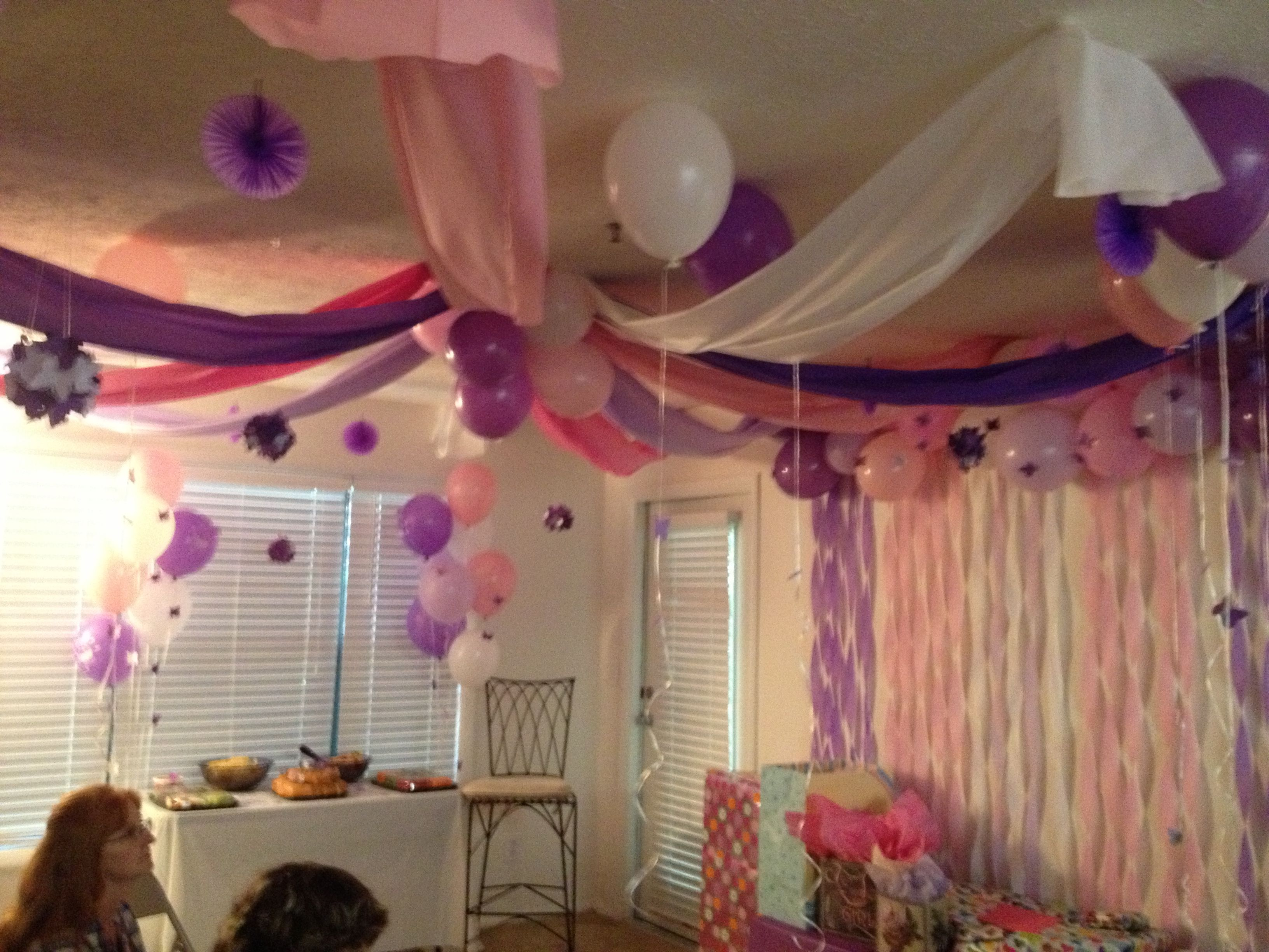 Room D Cor  Streamers & Balloons On Wall Plastic