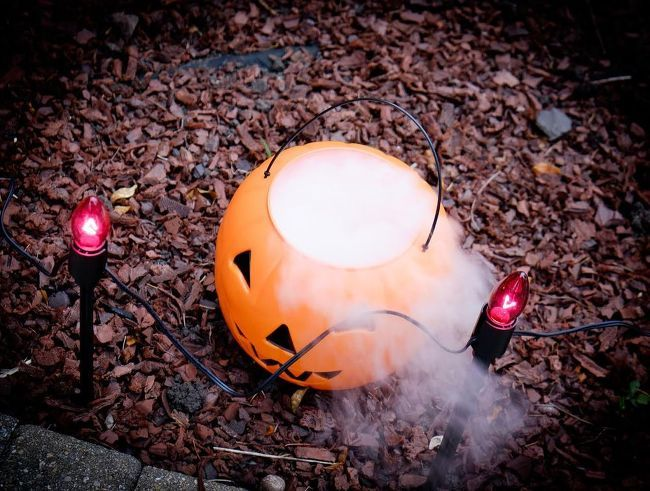 Dry Ice Display for Halloween #halloweendecorationsoutdoor