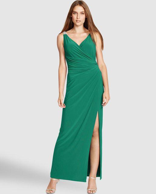 Sonar una mujer vestida de verde