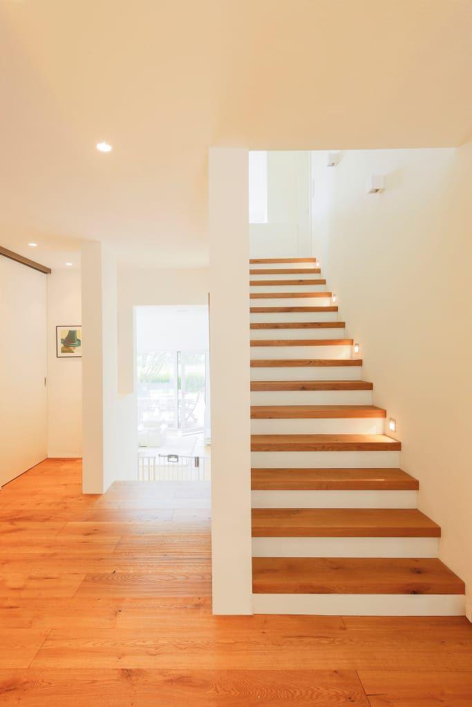 Haus sts moderner flur, diele & treppenhaus von ferreira #amenagementmaison