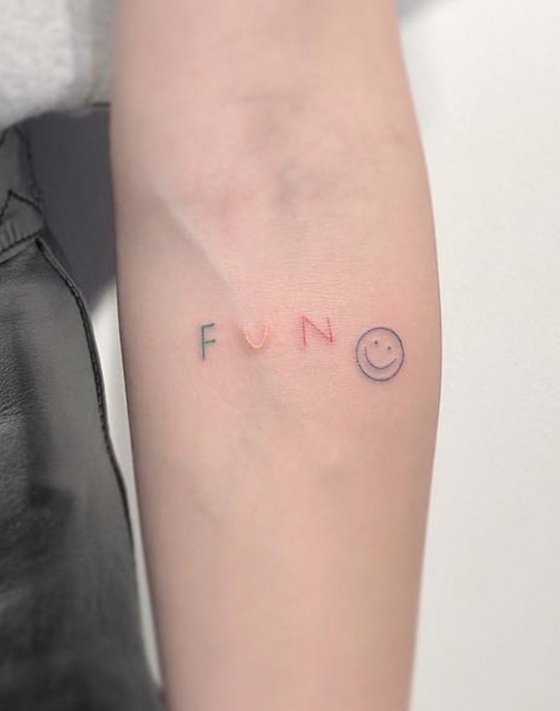 32 Small Simple And Minimalist Tattoo Ideas Unique Tattoos For You Wrist Ear Foot Or Thigh Tattoo Smal Minimalist Tattoo Small Tattoos Unique Tattoos