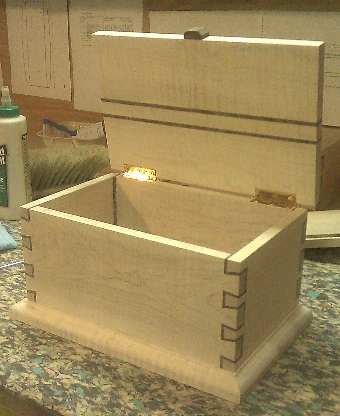 another small dovetail box that might inspire some ideas
