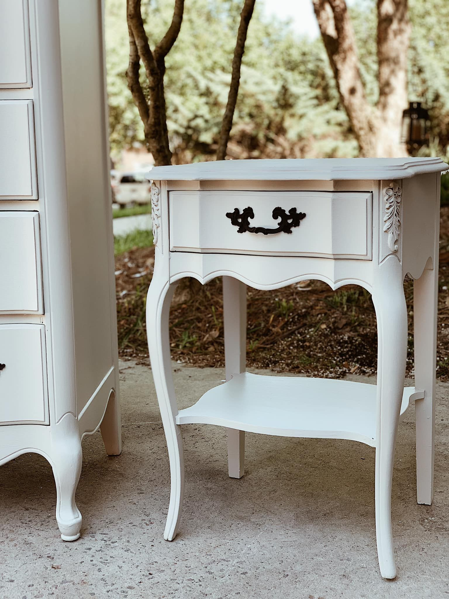French Provincial Agreeable Grey Nightstands In 2020 Mobel Restaurieren