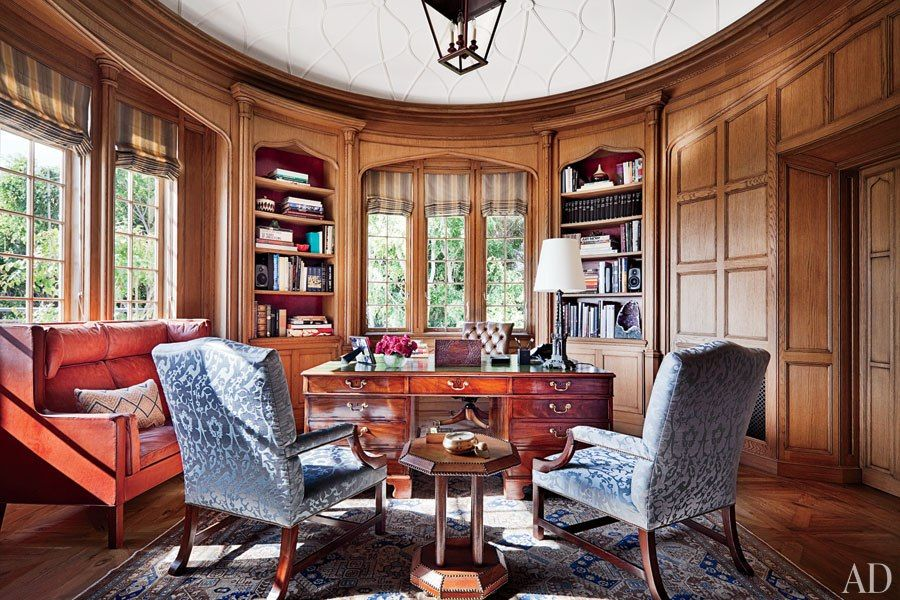 Beneath the library's molded-plaster ceiling by Foster Reeve & Assoc. is a George III partners' desk, a 1968 sofa by Børge Mogensen from Galerie Half, and an antique Khotan carpet from Galerie Shabab.