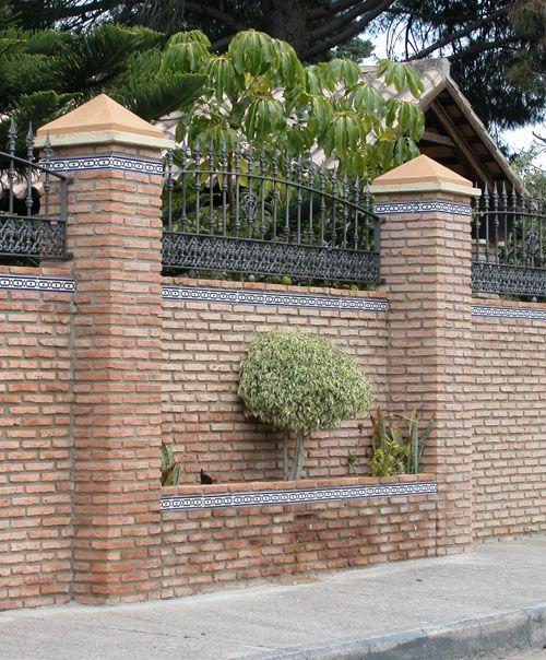 Fachada de chalet vallado valla de ladrillo fachada - Cerramientos de fachadas ...