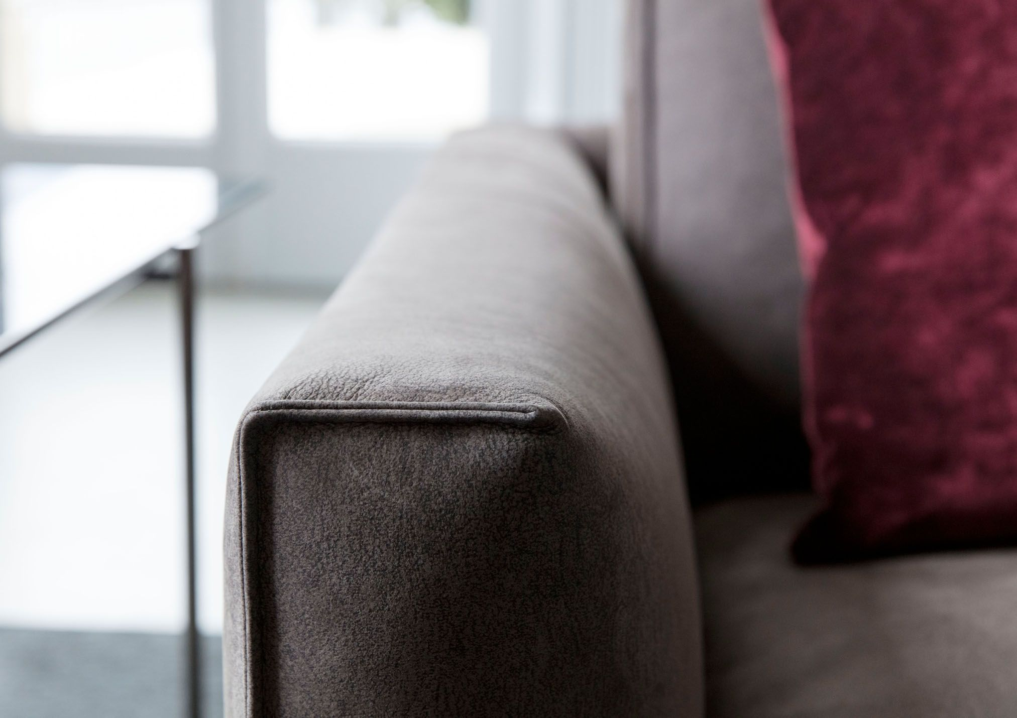 Divani In Pelle Nabuk.Livingroom Divano In Pelle Nabuk Ribot Braccioli Con Cucitura