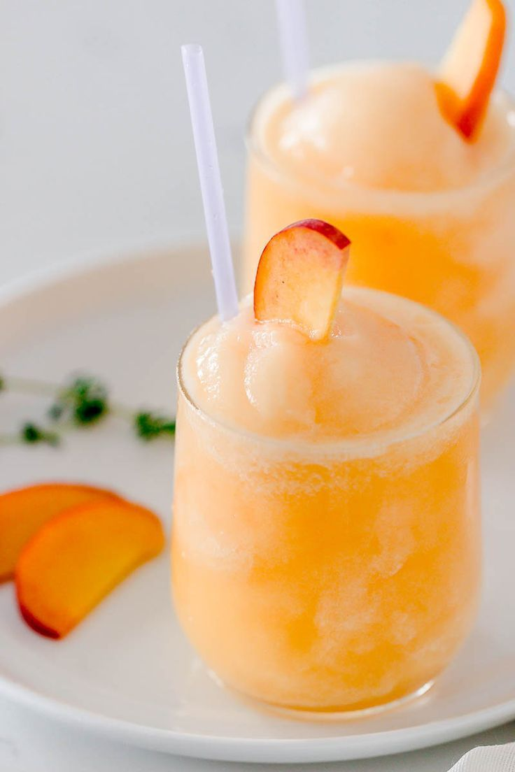 Frozen Peach Bellini Cocktail #cocktaildrinks