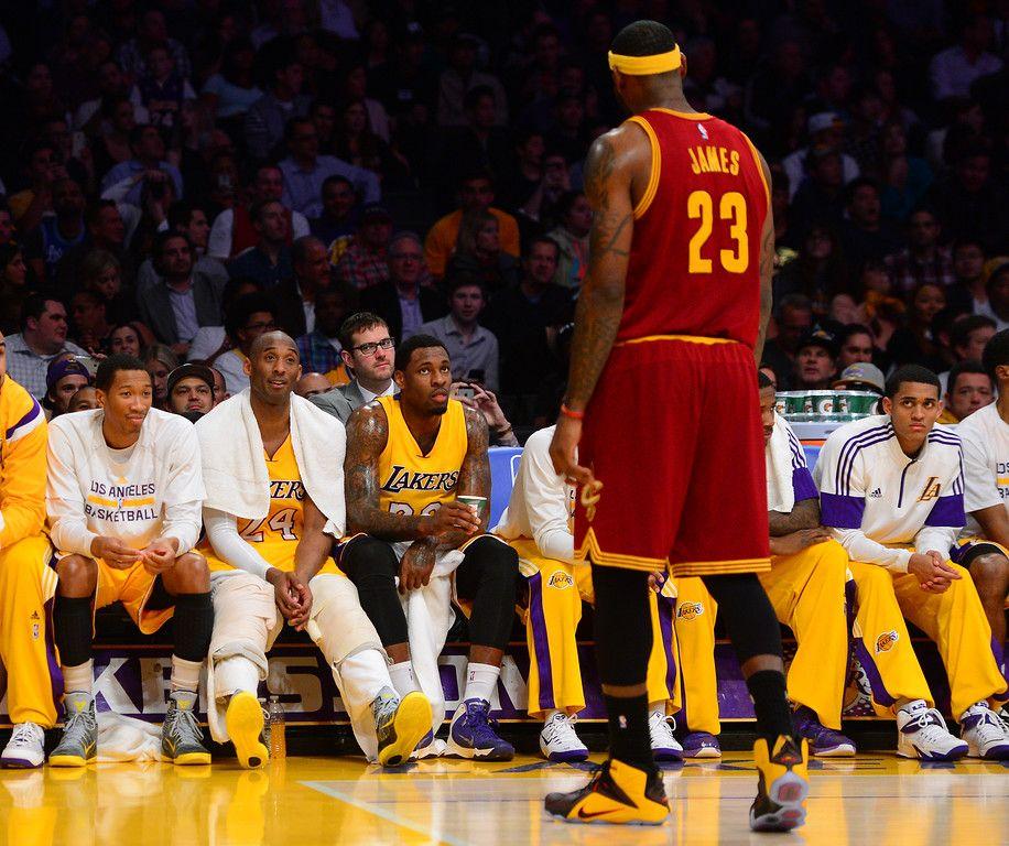 Photos Lakers Lose To Cavs 109 102 Lakers Kobe Bryant Lebron James Lakers