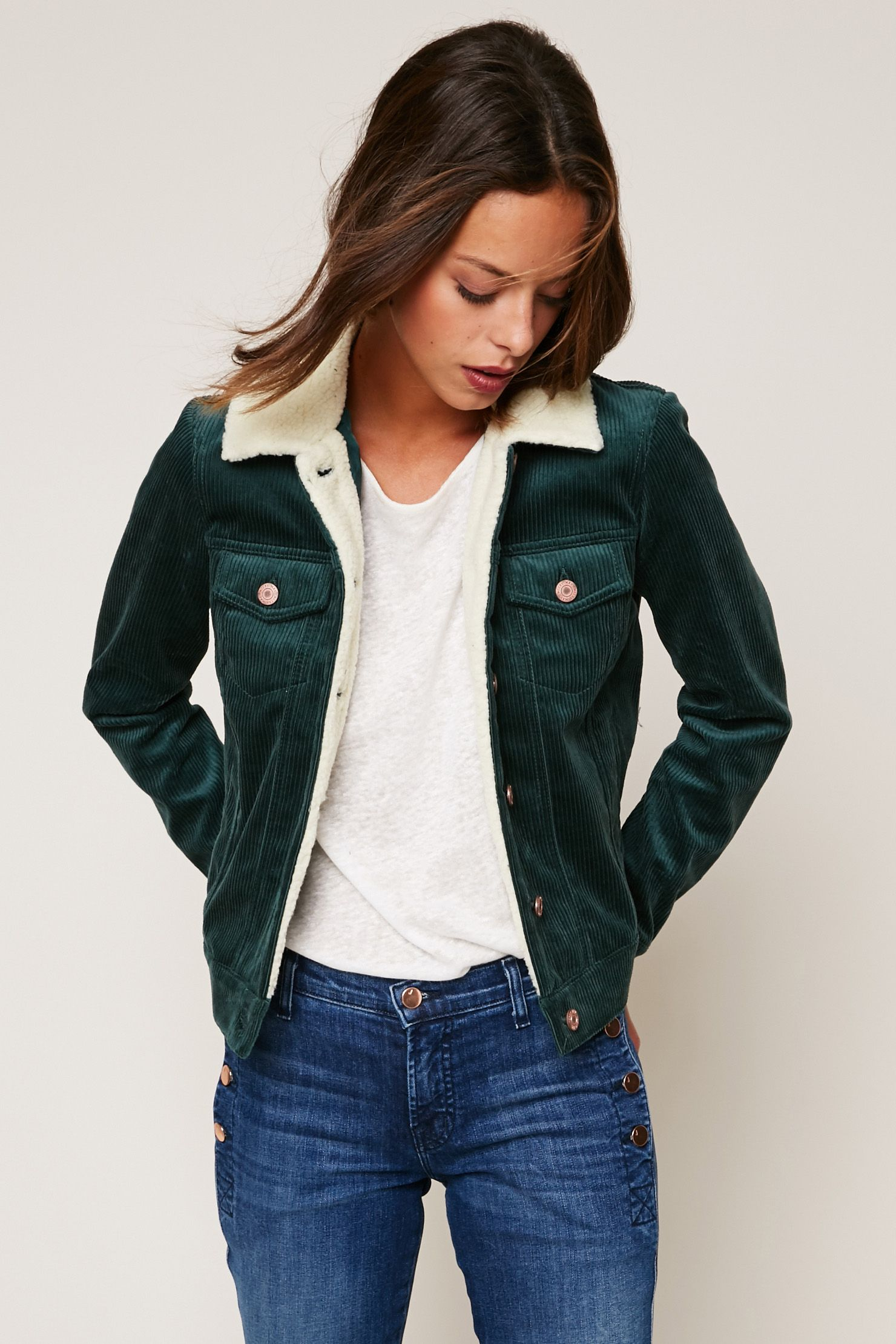 the best save off hot sales Veste en velours côtelé vert col fausse fourrure zoom en ...