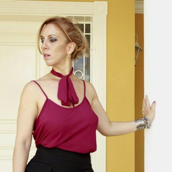 Que tal  começar  nossa  quinta-feira,  com  esta Blusa  de alcinha  com laço.  Disponível do P ao G,  tem variação  de cores.   www.santollo.com.br   Enviamos para todo Brasil