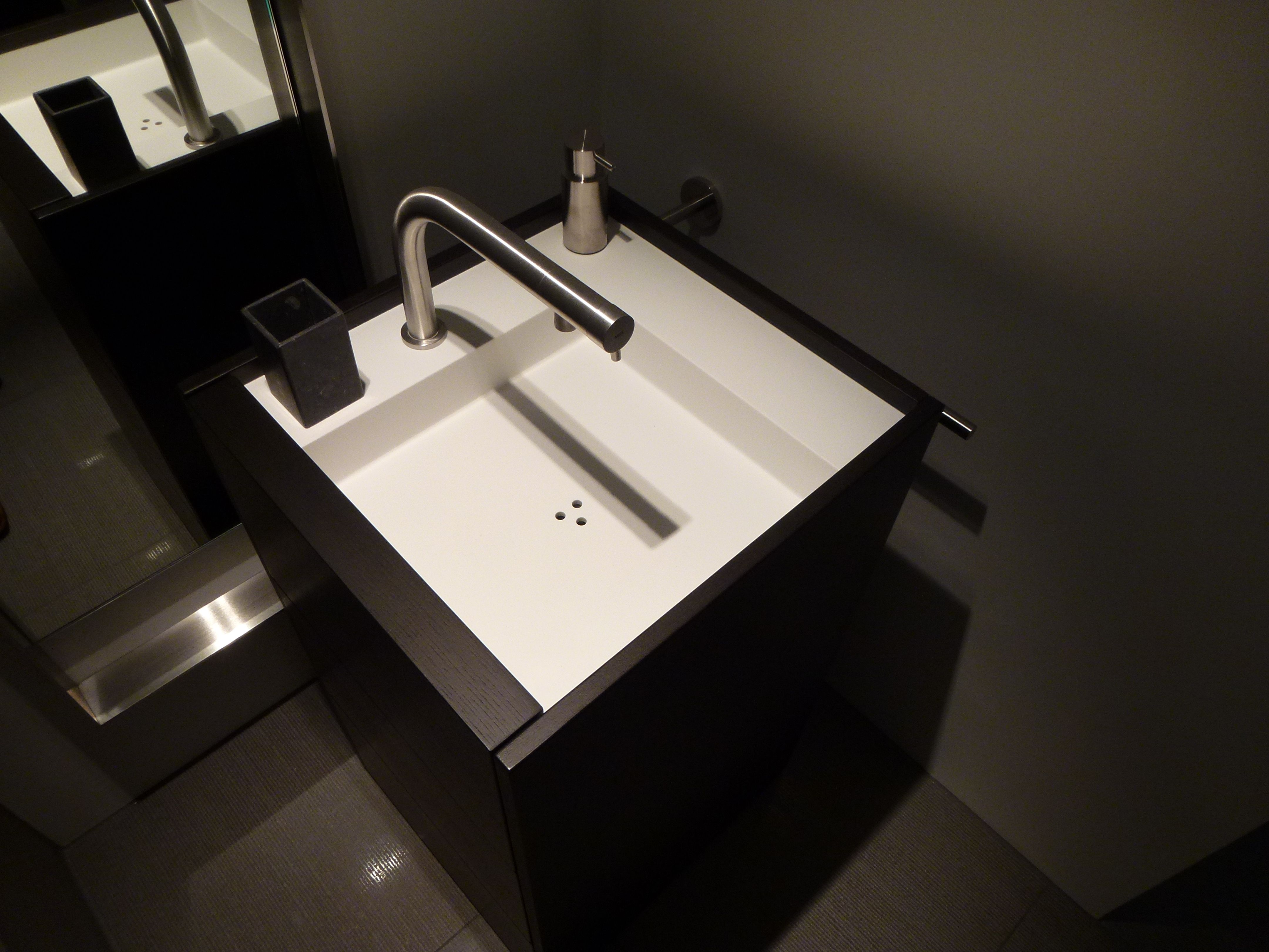 MGS MB4 washbasin tap. A tap fully made of stainless steel. Minimal to the max.