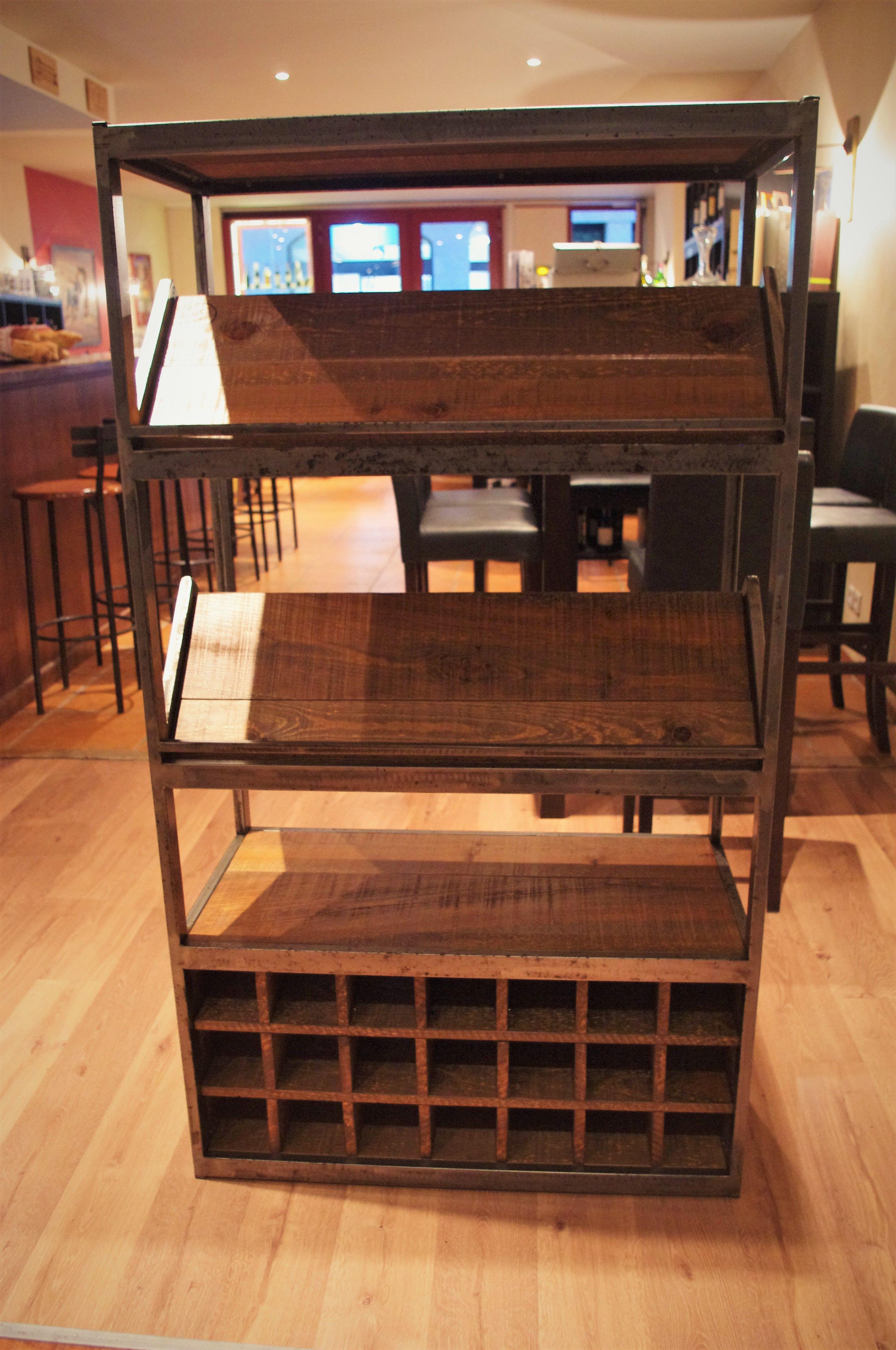Fabriquer Casier À Bouteilles En Bois meuble à vin sur-mesure avec casier et plans inclinés pour
