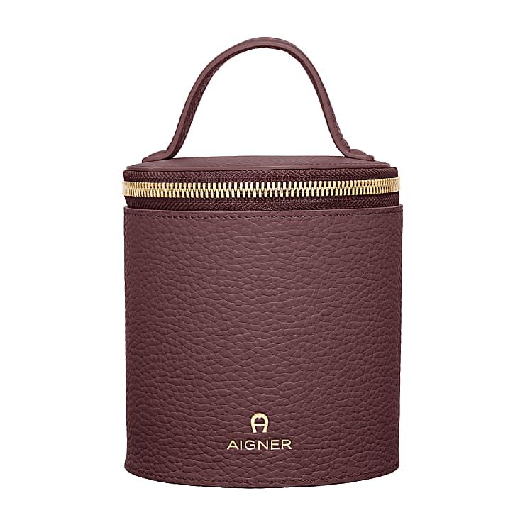 outlet store new arrivals low price Basics Bag, Euro 139. Aigner Munich, Fall 2018.   Fashion ...