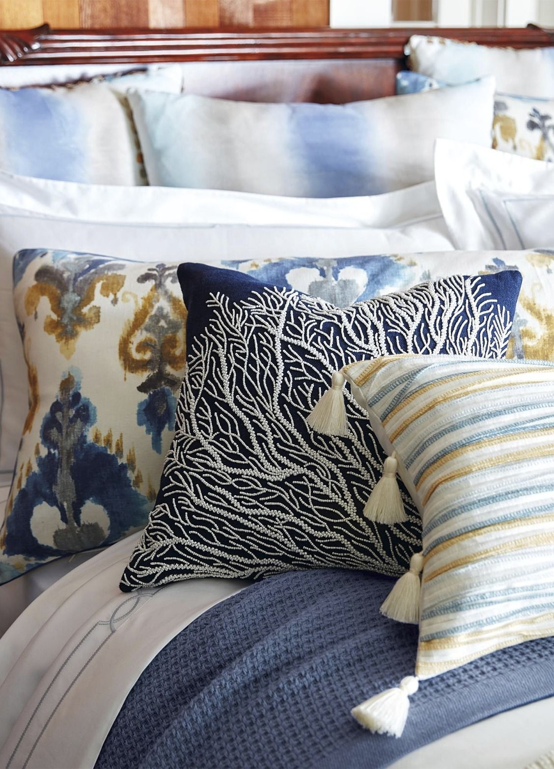 Coastal cool shades of blue and chamomile define the merritt bed