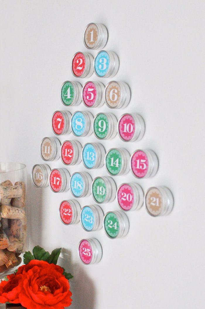 fünfundzwanzig runde Schachtel in viele Farben formen einen ...