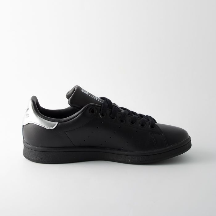 Adidas Stan Smith nere donna aa860d6585df