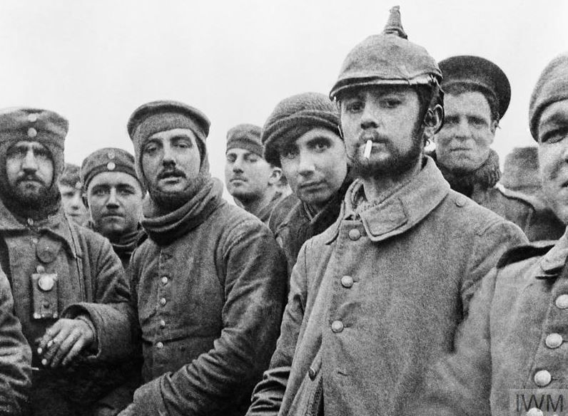 onthisday 1914 the christmas truce begins image shows british and german soldiers together ww1