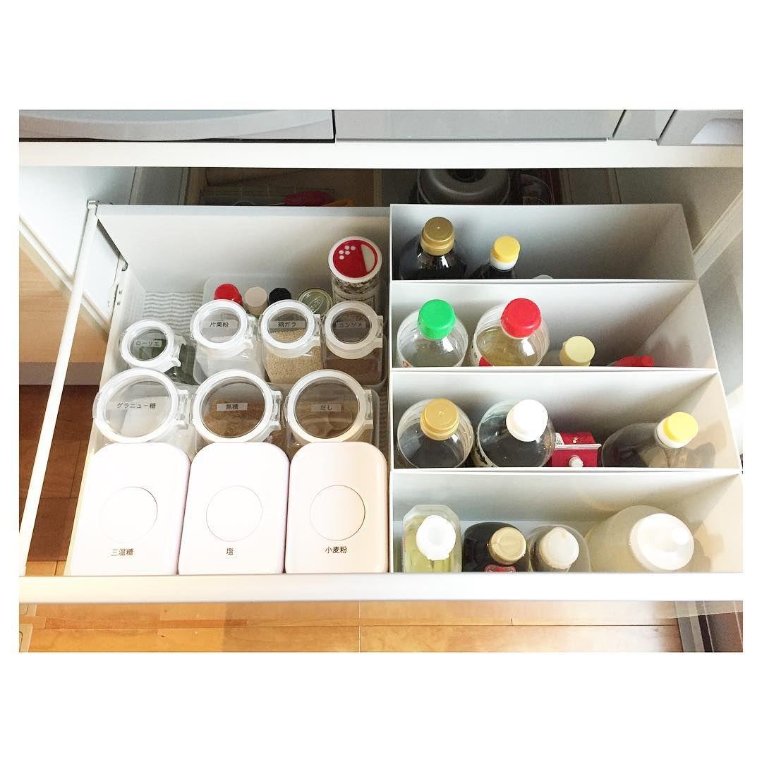 キッチンのシンク下収納は 鍋や調味料など収納するものが多いのに うまく収まらなくてゴチャゴチャしがちですよね ちょっとした工夫やコツでシンク下がスッキリ整理できるなら ぜひ真似してみたい そこで 今回の Kufura収納調査隊 は 収納上手な達人
