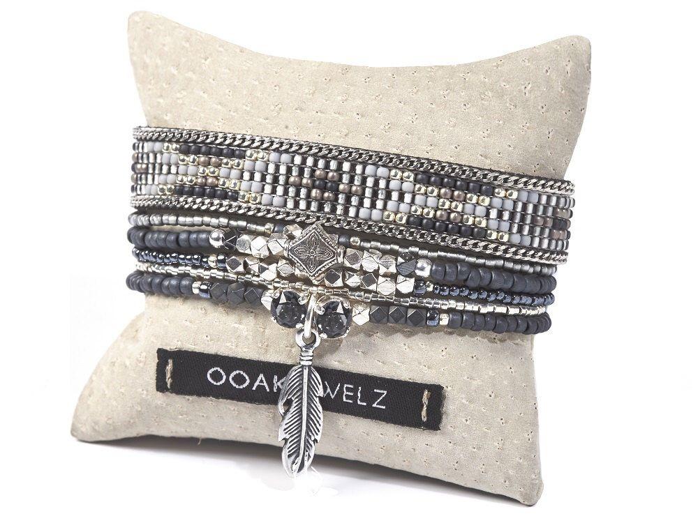 Tribal aztèque tissage de perles bracelet jeu - multirang perles bracelet Bohème - bijoux en plumes bracelet - bracelet ethnique - boho par OOAKjewelz sur Etsy https://www.etsy.com/fr/listing/462557318/tribal-azteque-tissage-de-perles