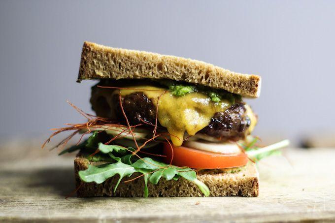 Rezept: Wir lieben Burger. Diesmal gibt es einen leckeren Lamm-Cheeseburger mit…