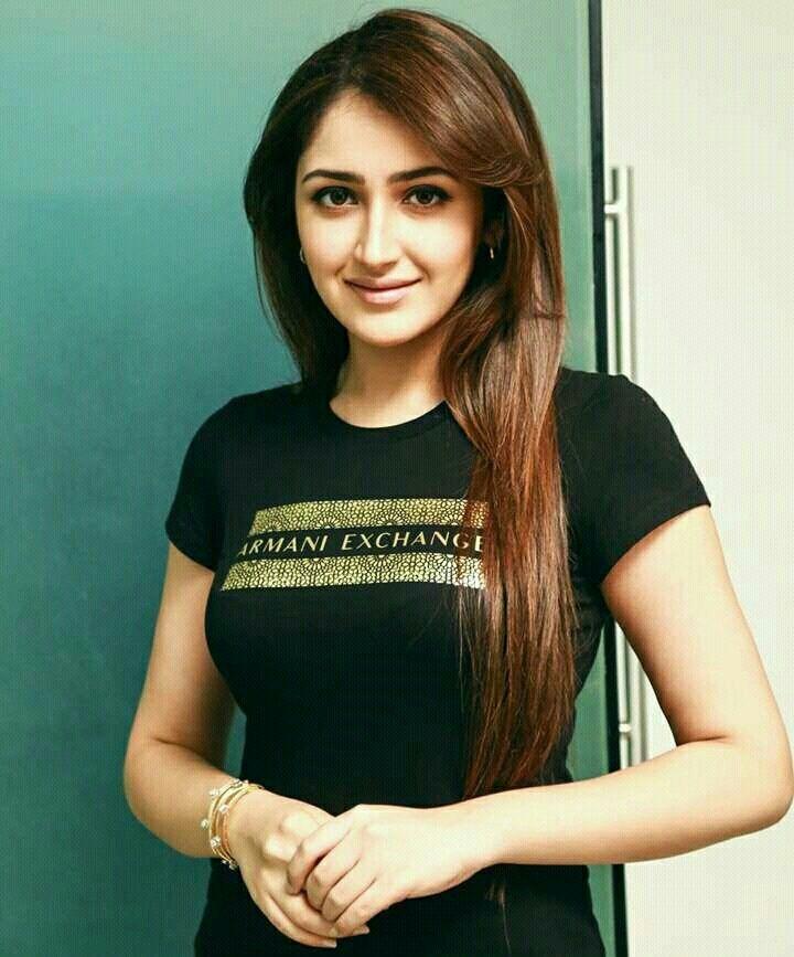 Sayyeshaa Saigal | Bollywood actress, Indian actresses, Indian women