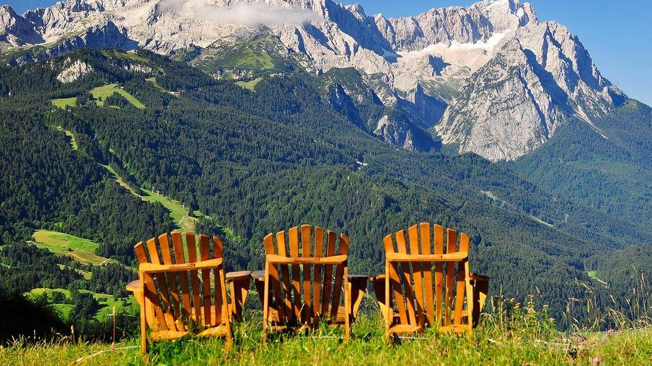 Garmish-Partenkirchen: vacanze in Baviera tra laghi, montagne e castelli #Alpspix, #Baviera, #CastelloNeuschwanstein, #GarmishPartenkirchen, #Germania, #GolaDiPartnach, #Innsbruck, #LagoDiEibsee, #Monaco, #MuseoAllApertoDiGlentleiten, #Vacanze, #Zugspitze http://travel.cudriec.com/?p=3648