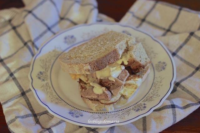 Montadito de lomo y huevo | Comer con poco