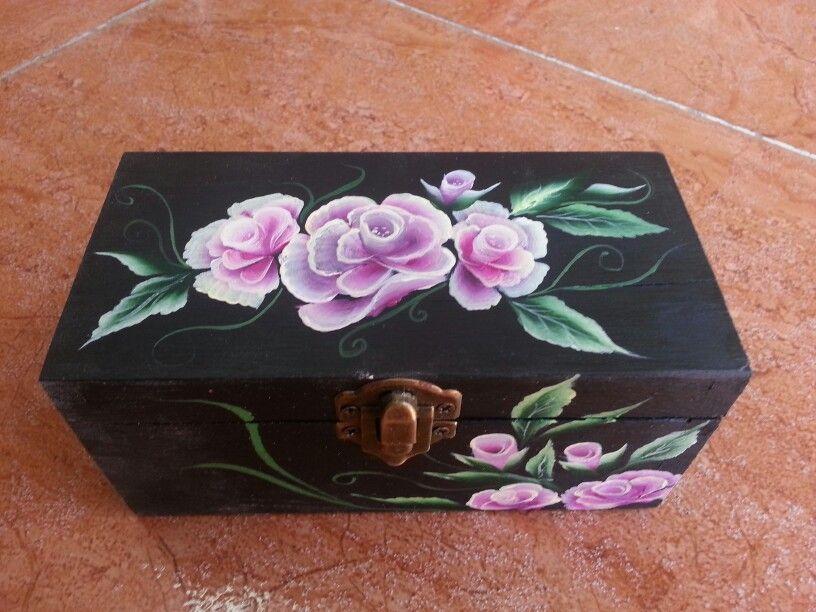 Caja de madera pintada a mano mis manualidades - Manualidades con caja de madera ...