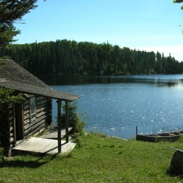 Rustic Luxury Lake Homes: This Lake Home Is All Some Of Us Need. Others Seek A More