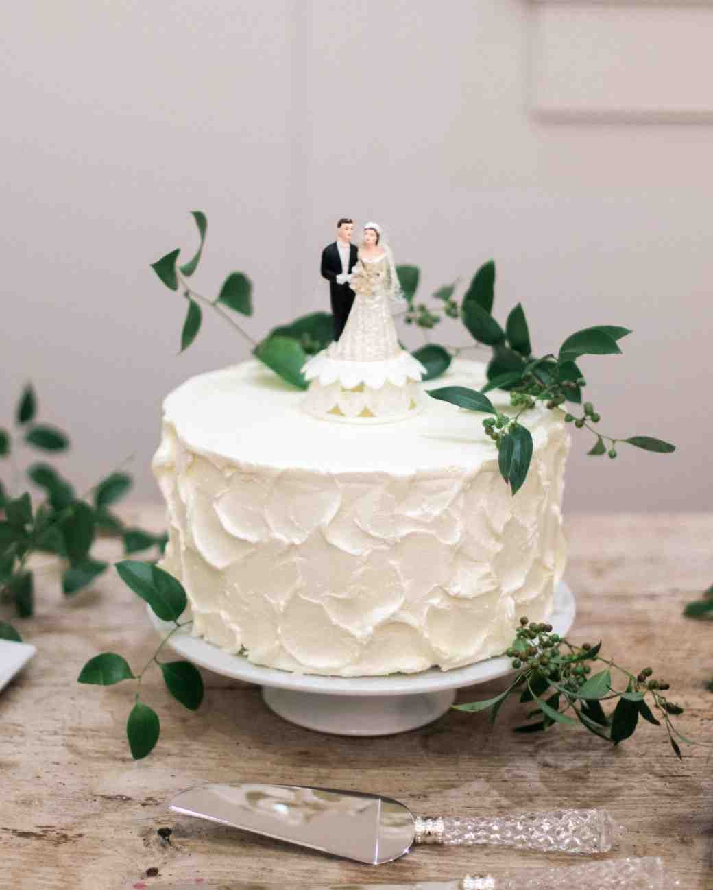 13 Reasons We\'re Dreaming of a White Winter Wedding Cake | Pinterest ...