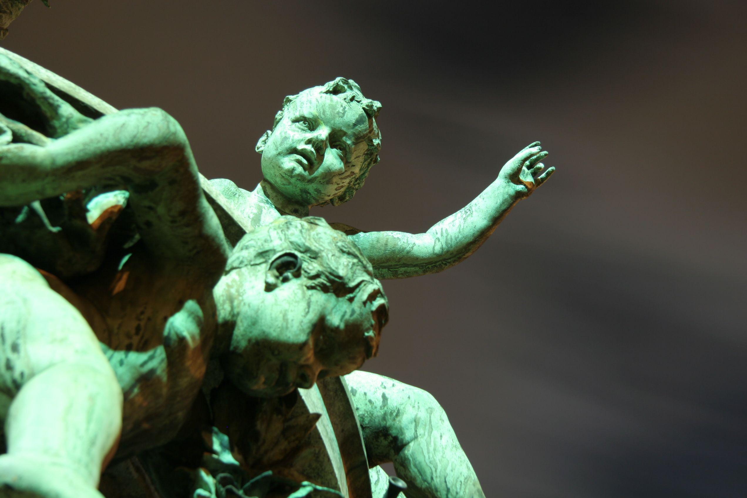 """Detailansicht Brunnenplastik """"Vater Rhein und seine Töchter"""" vor dem Ständehaus in Düsseldorf"""