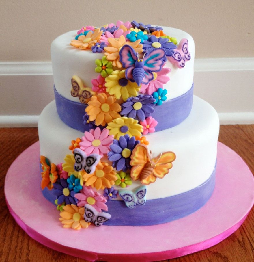Fresh flowers adorn tieredwedding cakes and often the cake can