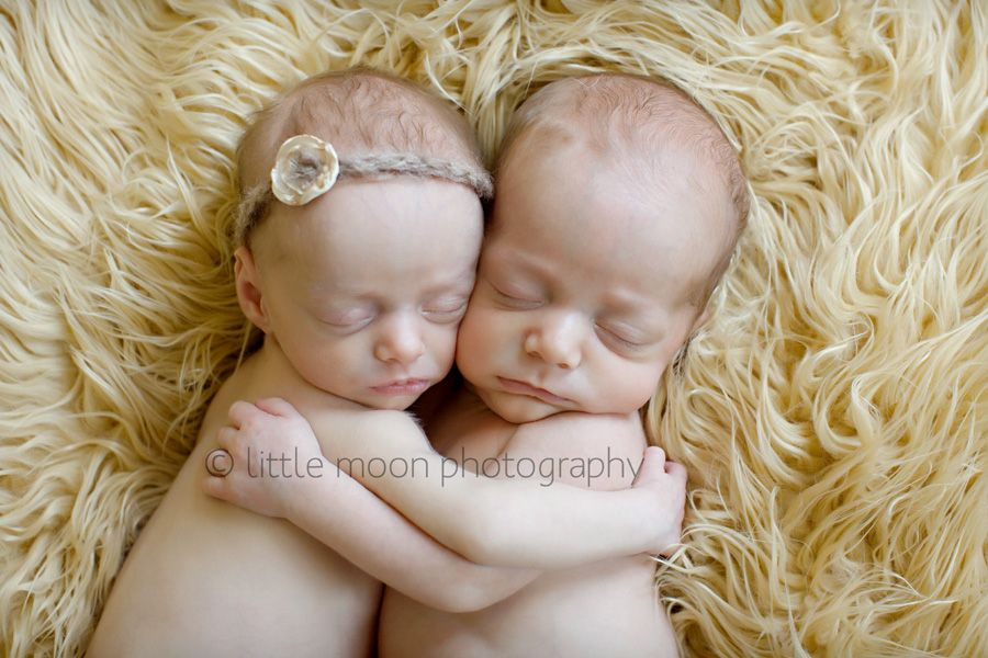 Little moon photography is virgnias premier newborn photographer specializing in modern organic natural light portrait photography