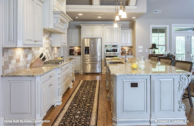 Stunning kitchen with a barrel-vaulted ceiling! The Calypso house