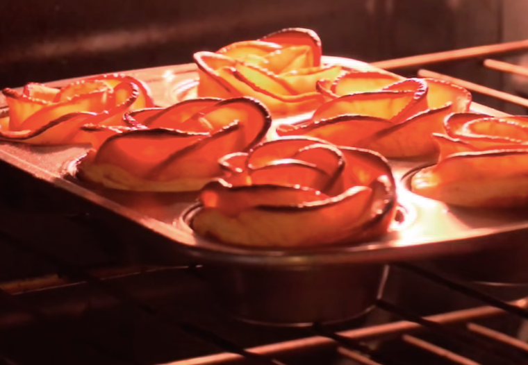Æbleroser | Opskrift på æblekage, der ligner en rose | Bobedre.dk