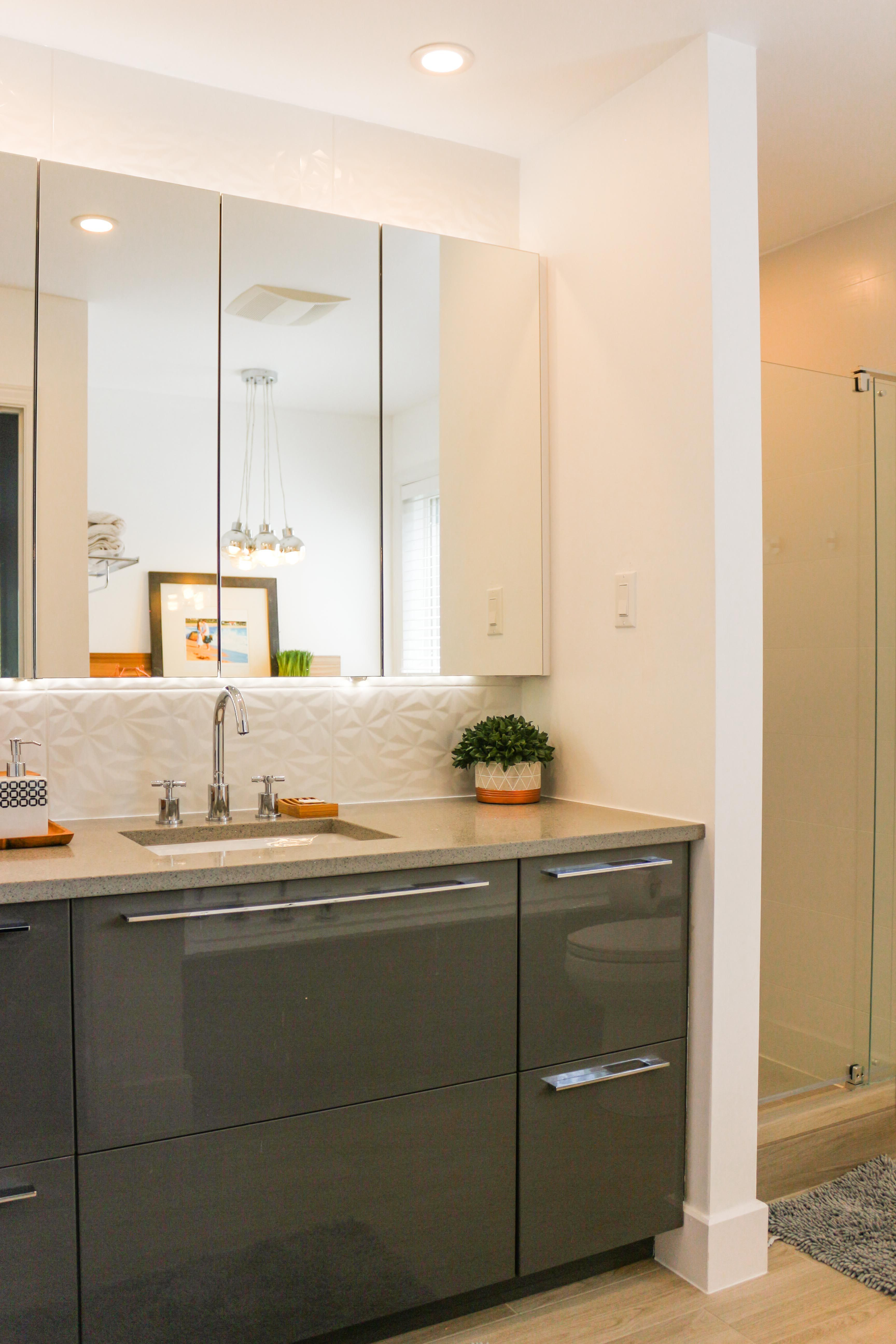 Salle De Bain Ottawa ~ master bathroom renovation with high gloss vanity and mirrored