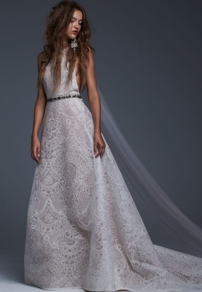 Discover Vera Wang\'s iconic wedding dresses. Browse the complete ...