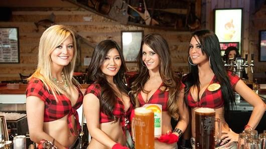 Twin peaks restaurant girls