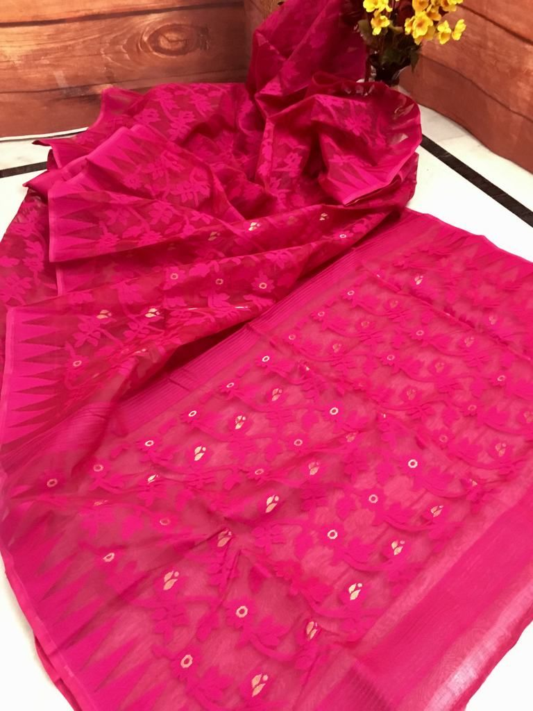 The Pretty Pinkish Red Color Is So Ealing Can T Resist Your Eyes Self Worked Dhakai Jamdani Saree To Add In Summer Wardrobe