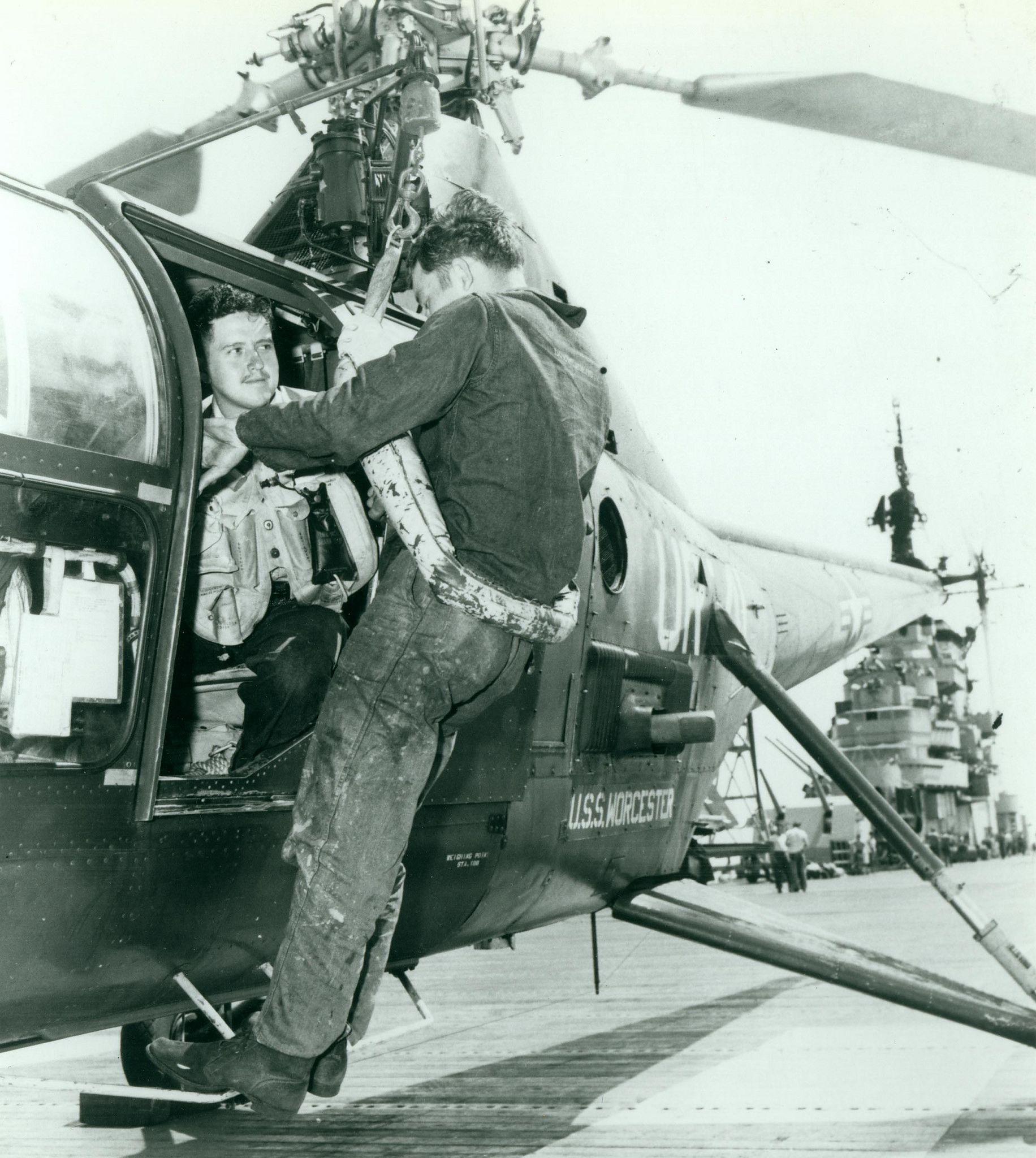 g420957 Korean war, Ako, Flight deck
