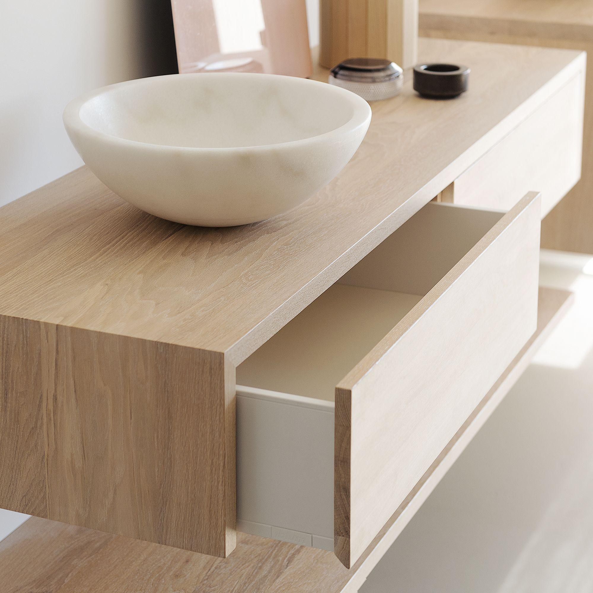 Luxe houten ladekasten van eiken, voor in de moderne badkamer. Een ...