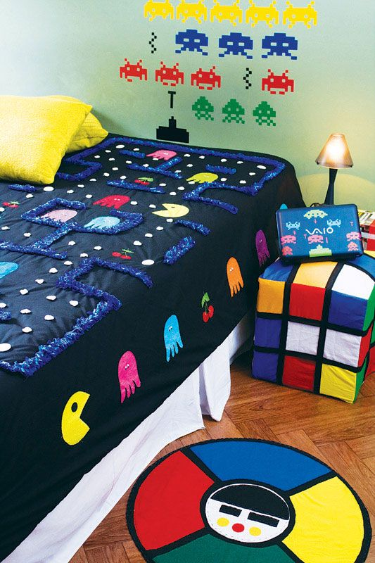Game Room Retro   Pacman Quilt, Space Invaders Wall Decal