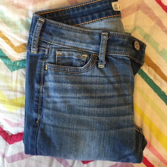 Hollister Jeans, Worn once. Medium Wash, Size 0-Short, Hollister Skinny Jean. Hollister Jeans Skinny
