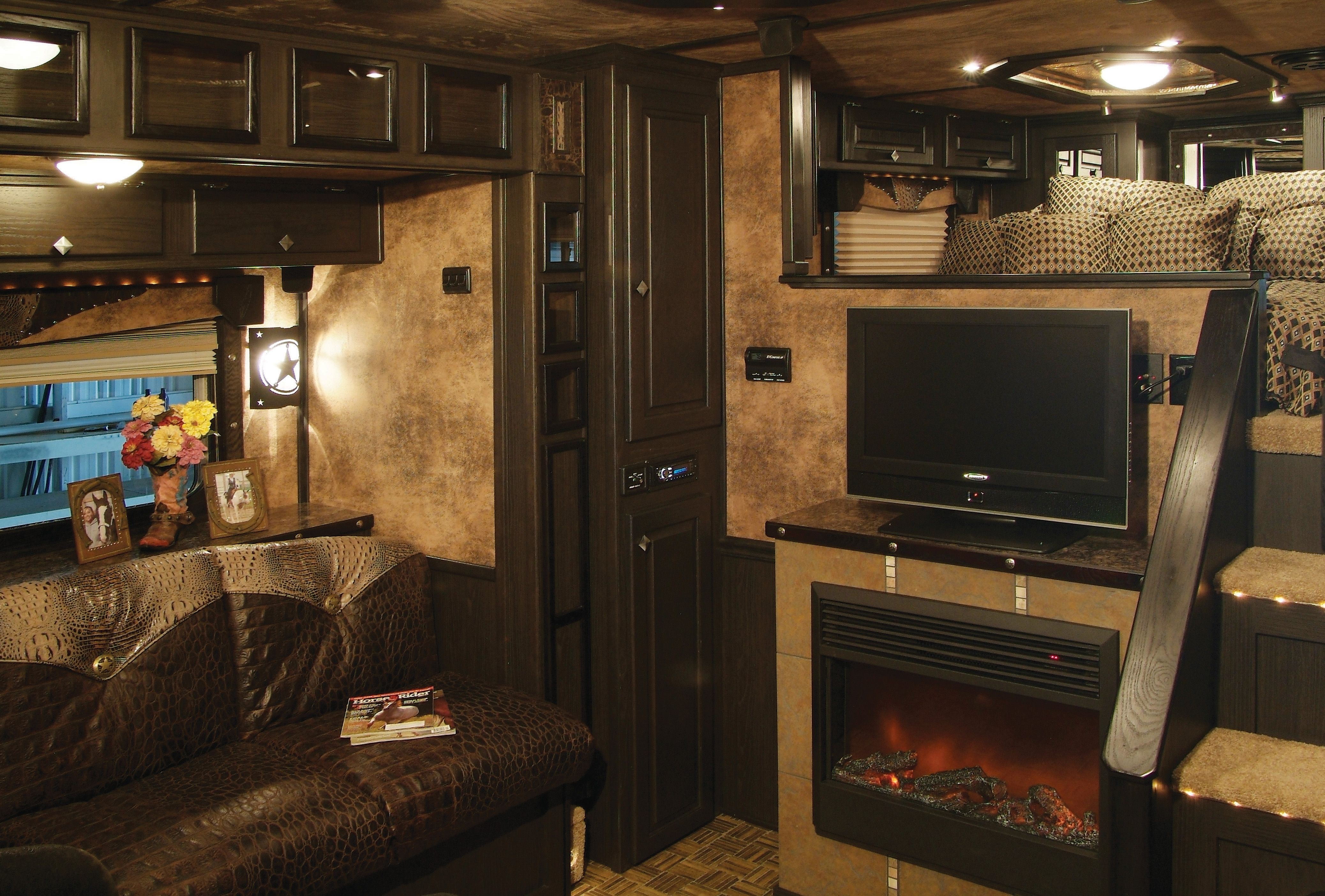 Horse Trailer Living Quarter Kits Equine Chronicle For 40th Anniversary Featherlite Has New