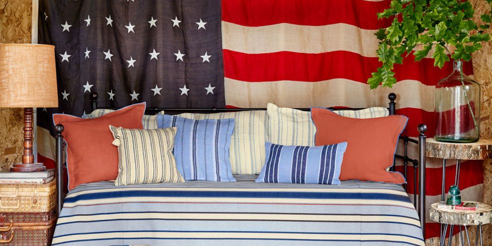 e0c988f86163 10 Ways to Display Antique American Flags In Your Home