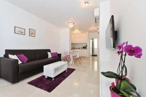 Luka Residence Apartments Zadar Featuring free WiFi and air conditioning, Luka Residence Apartments is set in Zadar, 100 metres from St Donatus' Church. Zadar National Museum is 100 metres away.  All units feature a flat-screen TV with satellite channels.