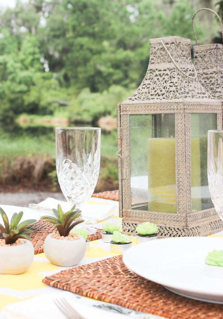 How to Decorate a Picnic Table Plan a elegant outdoor