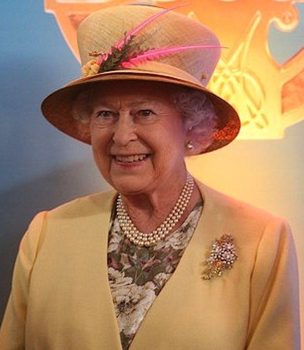 The Queen wearing the Australian Wattle Brooch.